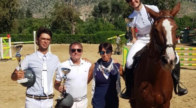 Davide D'Anna, Giovanni Callea e Paola Fusco insieme al giudice Adriana Spinoso
